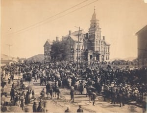 A huge crowd gathers for the second funeral of John Sevier. His remains were exhumed from the original grave in Alabama and interred next to the Knox County Courthouse. Photograph courtesy of the Tennessee State Library and Archives.